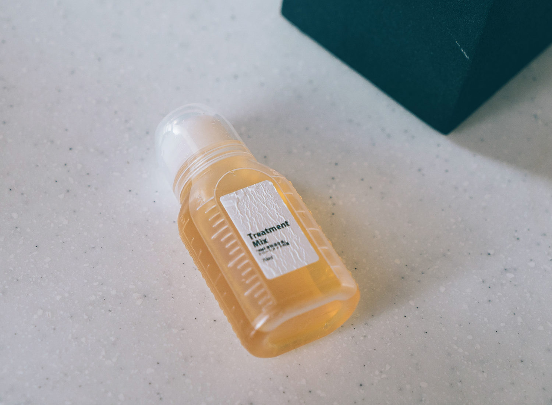 髪のNMF原料混合液」トリートメントの素の写真