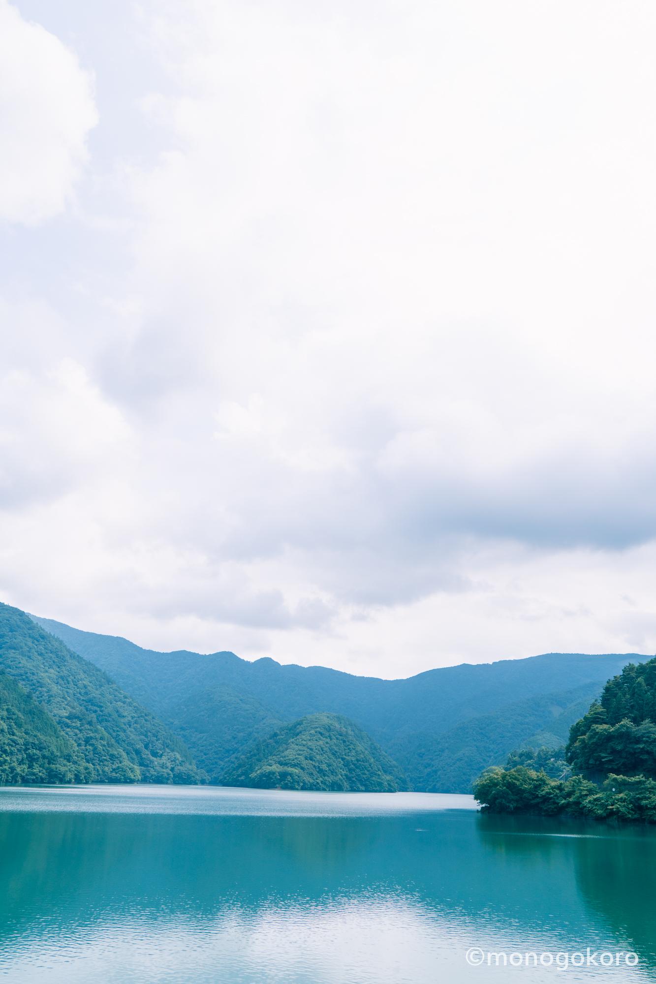 奥多摩湖から、見える山々